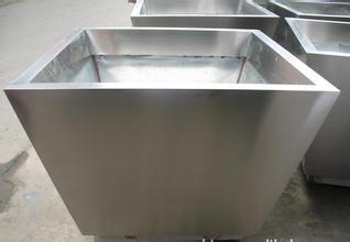 不锈钢水箱/郑州不锈钢井盖厂家/专业不锈钢路桩