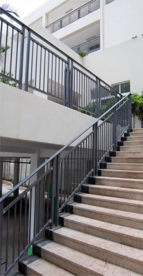 高档铁艺楼梯扶手厂家/飘窗组合栏杆/鸿图铁艺