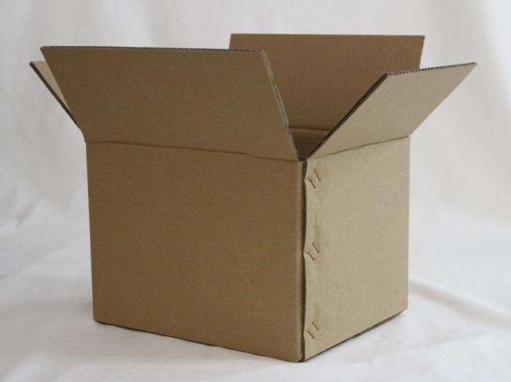 优质纸箱包装哪家好 飞机盒纸箱包装地址   佛山市永耀兴包装材料有限公司,成立于2049年,位于佛山市美丽旅游名镇西樵镇。公司实力雄厚,致力打造佛山最大规模的包装材料一站式采购服 务平台,与多家上规模公司、厂 家友好合作。公司主营业务:包装设计、纸箱包装、彩印包装、纸盒、礼品盒、原纸采购、批发、直销、高强瓦楞纸、牛卡纸、挂面纸、废纸回收、塑料包装、木托包装等;本公司坚持创新共赢、诚信为本、客户至上为宗旨,以优秀的质量和良好的服 务提供给广大的新老客户,欢迎各界朋友携手共进,共创辉煌!   无   .