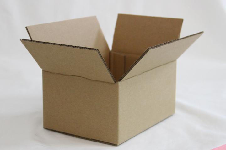 包装盒纸箱包装厂电话_纸箱包装厂地址_飞机盒纸箱包装厂联系方式   佛山市永耀兴包装材料有限公司,成立于2049年,位于佛山市美丽旅游名镇西樵镇。公司实力雄厚,致力打造佛山最大规模的包装材料一站式采购服 务平台,与多家上规模公司、厂 家友好合作。公司主营业务:包装设计、纸箱包装、彩印包装、纸盒、礼品盒、原纸采购、批发、直销、高强瓦楞纸、??ㄖ?、挂面纸、废纸回收、塑料包装、木托包装等;本公司坚持创新共赢、诚信为本、客户至上为宗旨,以优秀的质量和良好的服 务提供给广大的新老客户,欢迎各界朋友携手共进,共