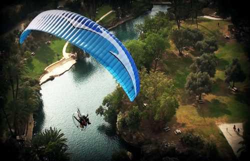 滑翔飞行伞
