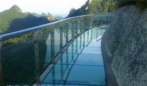 高空玻璃吊桥多少钱-景区吊桥哪家*-河南省润发游乐设备有限公司