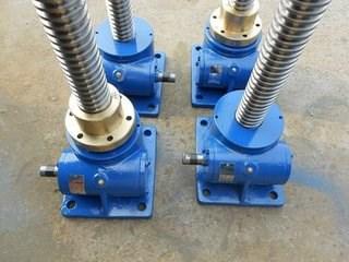 梯形丝杠电动推杆升降机/CWS减速机/沧州越新机械设备有限公司