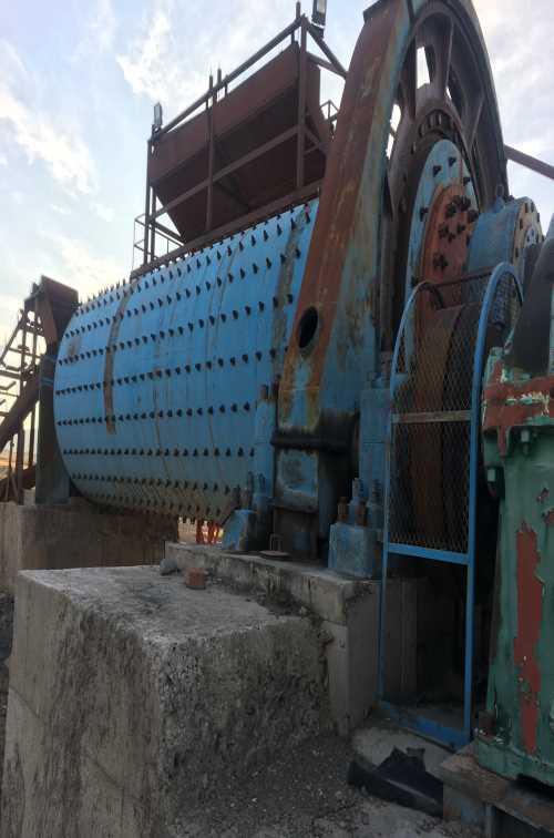 转让球磨机二手球磨机球磨机回收_破碎机破碎设备供应_新疆门户投资管理有限公司