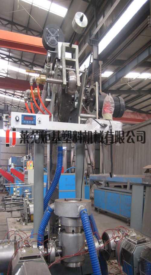 ?镶贴片式滴灌带机器_高强度微喷带设备_莱芜炬基塑料机械有限公司