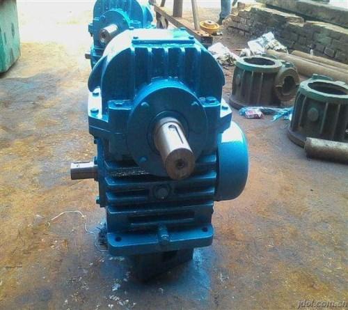 KWU225蜗轮蜗杆减速机/行星回转减速机/沧州越新机械设备有限公司