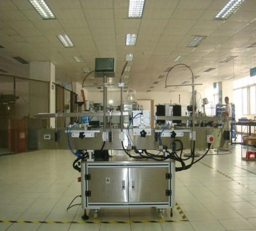 自动食用油贴标机  型号-优质平面贴标机定制-上海优严包装设备有限公司